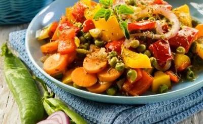 salata calda mazare legume