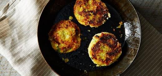 Chiftele din piure de cartofi cu broccoli si branza
