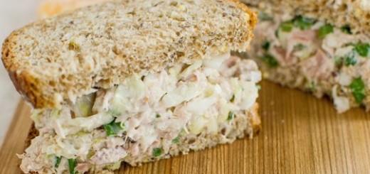 Salata crocanta cu varza si ton