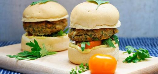 Burger vegetarian cu linte si cartof dulce