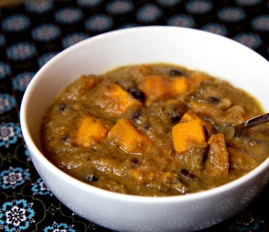 Supa cu cartofi dulci si fasole alba si neagra