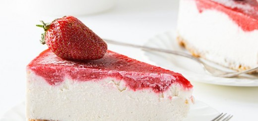 Cheesecake raw-vegan cu capsuni