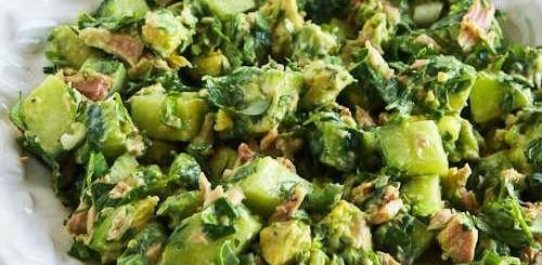Salata cu castraveti, avocado si ton
