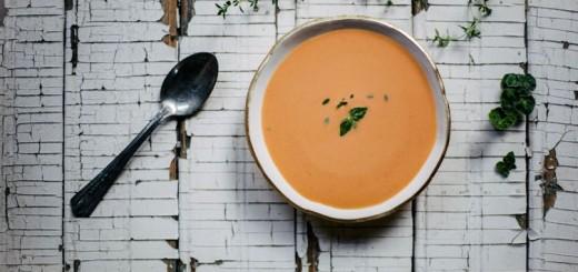 Supa rece de rosii si piersici