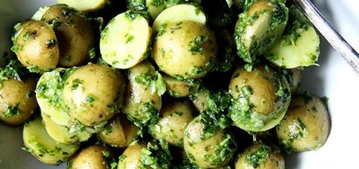 Cartofi noi cu harissa verde