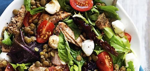 Salata Caprese cu somon si linte