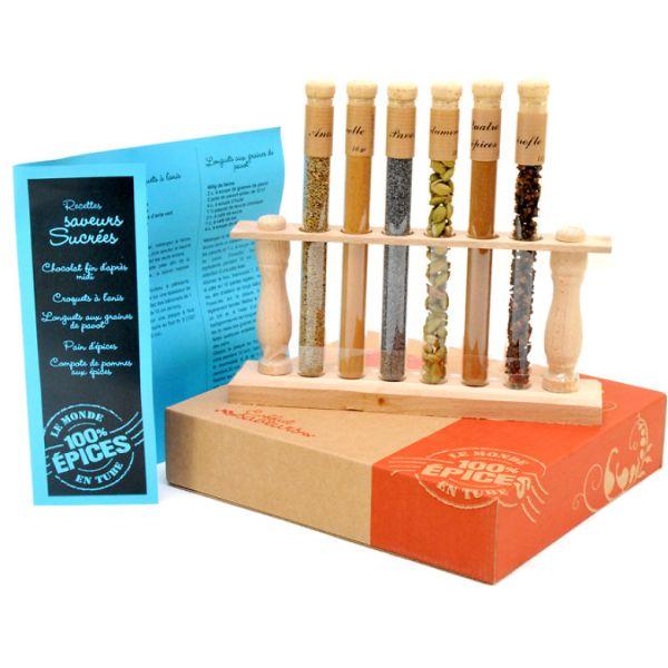 Set mirodenii dulci, cu suport din lemn (anason 14g, scortisoara 16g, cuisoare 11g, seminte de mac 18g, cardamom 10g, amestec de arome 21g)