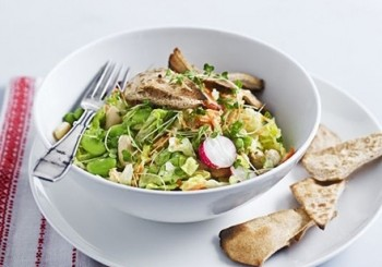Salata de fasole cu dressing de iaurt si avocado