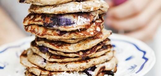 Clatite (pancakes) cu banane si afine