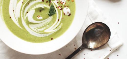 Supa crema de broccoli cu crema de caju