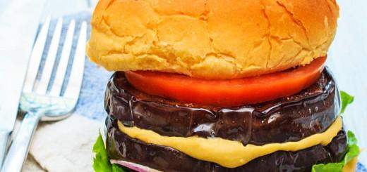 Burger cu vinete si hummus