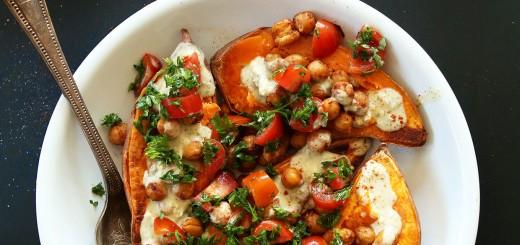 Cartofi dulci copti in stil mediteranean