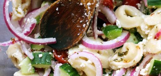 Salata mediteraneana cu tortellini