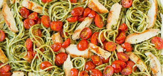 Spaghetti cu pesto, rosii coapte si pui la gratar