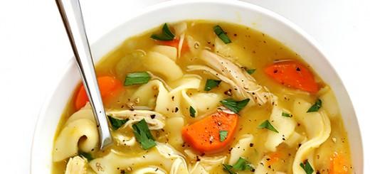 Supa cu pui, noodles si rozmarin