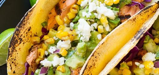 Tacos cu somon si salsa cu avocado