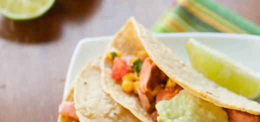 Tacos cu somon si sos de avocado